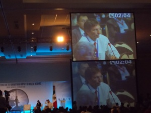 IPPNW Co-president and ICAN Co-chair Tilman Ruff asks the panelists a question at the close of a working session.