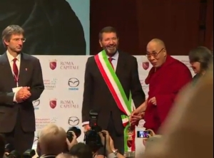 IPPNW co-president Tilman Ruff (left) shares the stage with the Dalai Lama at the Nobel Peace Laureates Summit