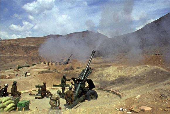 Indian soldiers fire artillery in northernmost part of Kargil region.