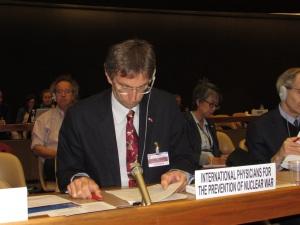 IPPNW co-president Tilman Ruff addresses OEWG meeting in Geneva